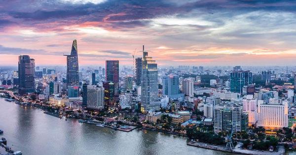 Bloomberg: GDP quý III tăng bất ngờ 7,31%, các tổ chức quốc tế nâng mức dự báo tăng trưởng kinh tế
