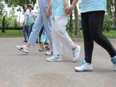 Đi bộ mỗi ngày – Liều thuốc quý cho bệnh nhân ung thư