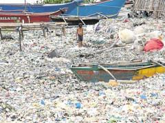 Nghèo đói khiến cuộc khủng hoảng rác thải nhựa ở Philippines thêm trầm trọng