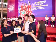CLB bóng đá Hà Nội tổ chức sinh nhật cho Duy Mạnh tại trường THCS Marie Curie