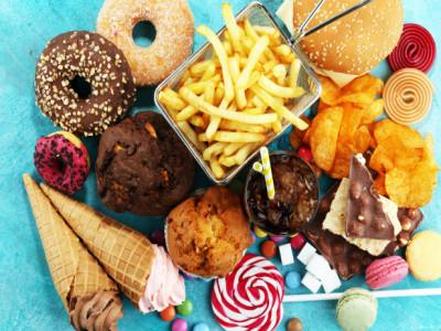 Sử dụng nhiều đồ ăn nhanh có thể khiến thị lực giảm sút