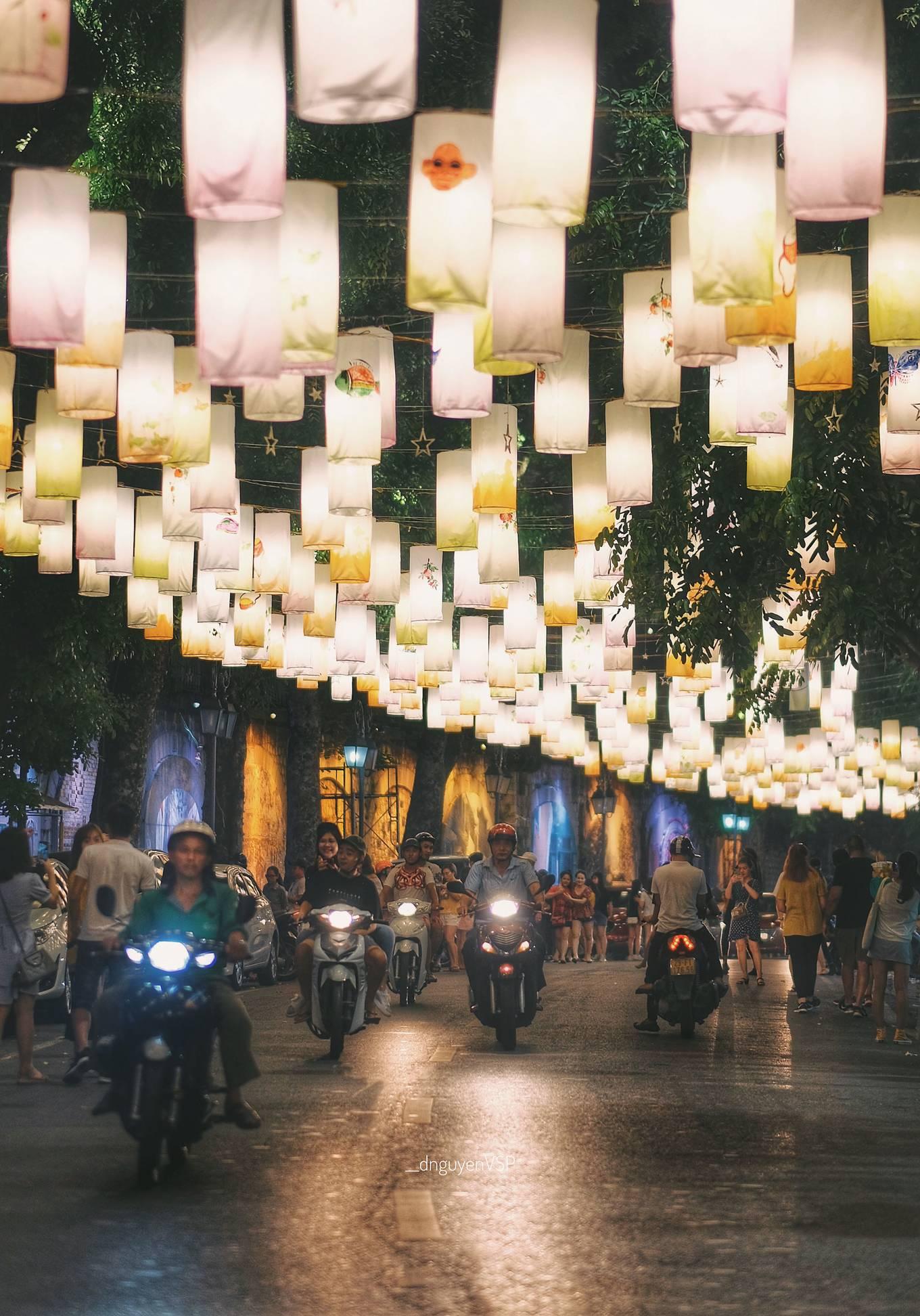 Phố Phùng Hưng treo đèn lồng đón Trung thu
