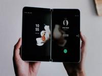 Microsoft ra điện thoại Surface Duo màn hình kép