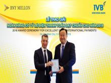"""IVB nhận giải thưởng ngân hàng """"Ngân hàng có tỷ lệ điện thanh toán đạt chuẩn cao"""