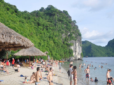 Đột phá kinh tế từ du lịch: Kéo đại bàng về xây tổ