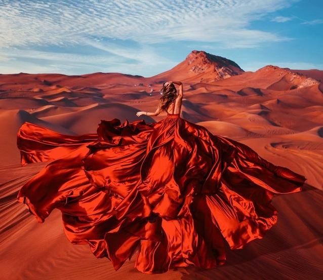 Thắng cảnh du lịch làm nền cho mỹ nhân trong những chiếc đầm tuyệt đẹp