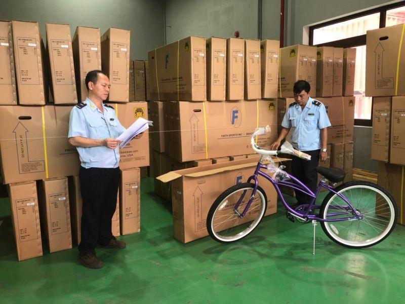 Tạm giữ lô hàng xe đạp Trung Quốc xuất khẩu đi Mỹ dán nhãn Việt Nam
