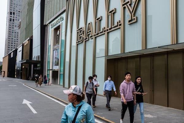 Người Trung Quốc ít tiêu xài hơn