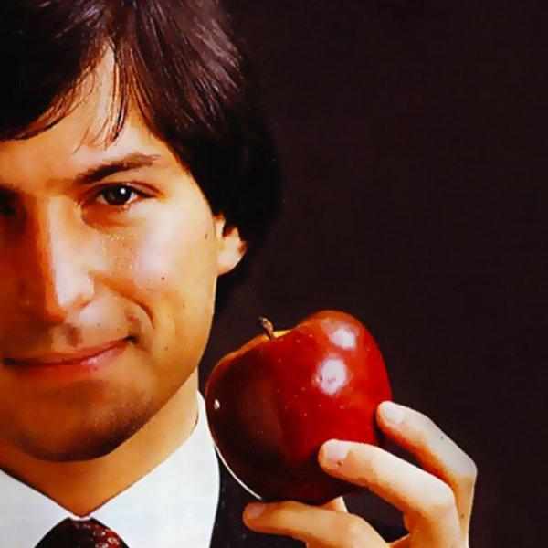 """Đang trên bờ vực phá sản, Steve Jobs đã """"hồi sinh"""" Apple thành đế chế """"bất khả chiến bại"""" thế nào"""