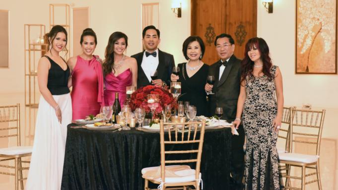 Gia đình siêu giàu gốc Việt lên phim Mỹ