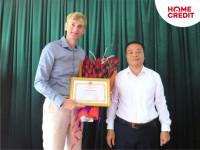 Home Credit Việt Nam nhận Bằng khen về những đóng góp vì cộng đồng