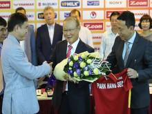 Hôm nay, VFF ký hợp đồng với HLV Park Hang Seo