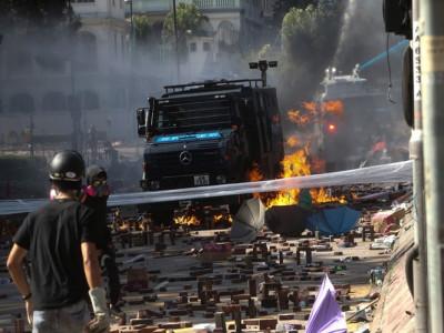 Đụng độ dữ dội ở Hong Kong