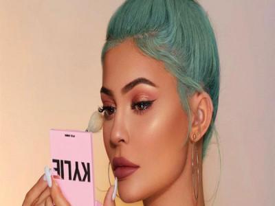 Tỷ phú tự thân trẻ nhất thế giới Kylie Jenner bán thương hiệu làm đẹp với giá 600 triệu USD