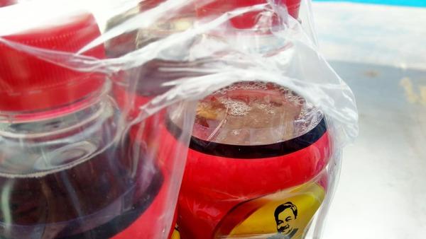 Khách hàng phát hoảng vì chai nước mang nhãn hiệu Dr Thanh của Tân Hiệp Phát có dị vật