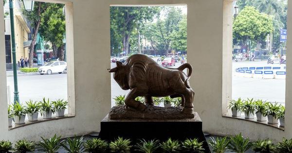 Bloomberg: Cổ phiếu Việt Nam ngày càng rẻ, nhưng không dễ mua!