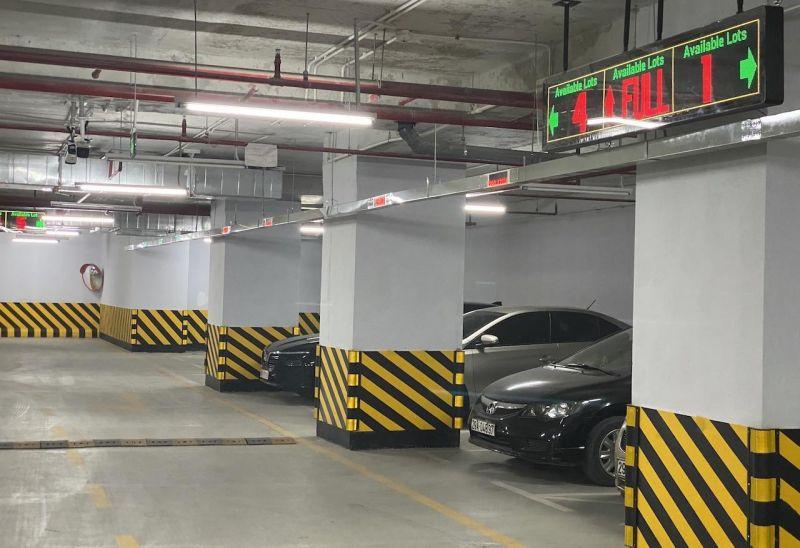 Đột nhập bãi đỗ xe ấn tượng nhất Việt Nam, nhiều chức năng lần đầu tiên xuất hiện