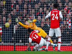 Leno mắc sai lầm, Arsenal thua ngược Chelsea tại Emirates