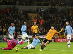 """Thua sốc Wolverhampton, Man City chính thức """"buông cờ trắng"""""""