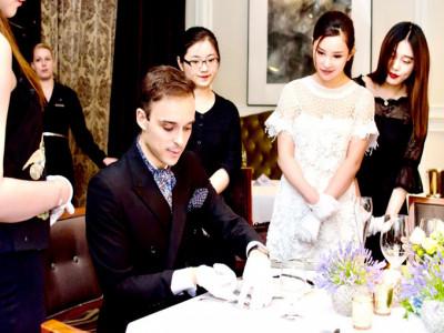Nhà giàu Trung Quốc vung tiền học làm quý tộc