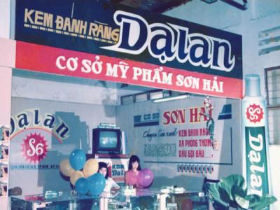 Thương hiệu Việt bị 'càn quét', cuộc chiến giành 'đất' của tỷ phú Việt