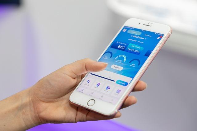 """""""Siêu tiết kiệm"""" cước chuyển vùng quốc tế với gói tích hợp mới của VinaPhone"""