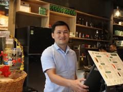 Từ người bán dạo vỉa hè tới ông chủ cà phê 100 cửa hàng