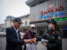 Thành ủy Hà Nội đề nghị phát miễn phí khẩu trang, công cụ phòng chống dịch cho người trên 60 tuổi