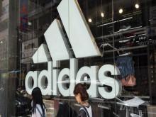 Doanh số Adidas tại Trung Quốc sụp đổ vì dịch virus corona