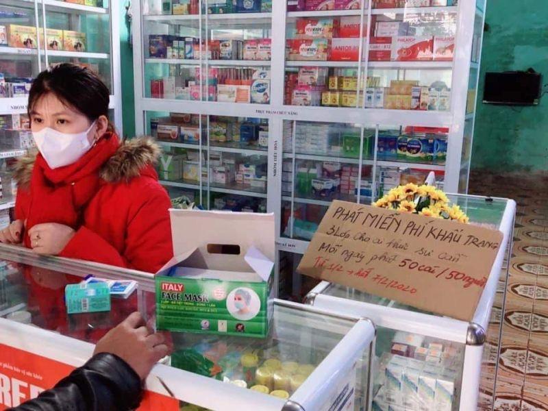 Các nhà thuốc phát khẩu trang miến phí chung tay phòng chống dịch