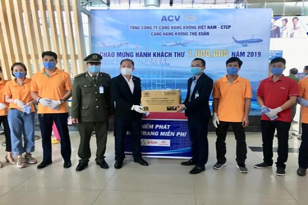 Tập đoàn Aikya Pharma tặng khẩu trang tại Cảng hàng không Thọ Xuân