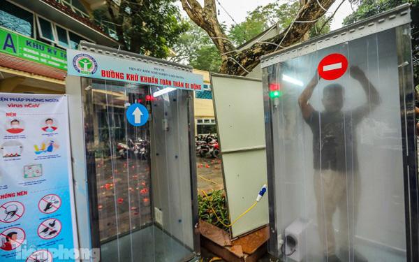 Buồng khử khuẩn toàn thân di động xuất hiện tại Hà Nội