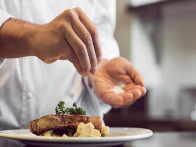 Ăn quá nhiều muối có thể làm suy yếu hệ thống miễn dịch
