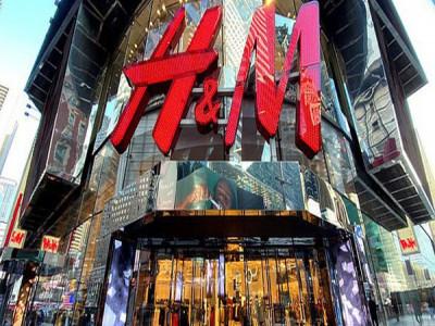 Giữa bão Covid-19, gã khổng lồ thời trang H&M chuyển hướng sản xuất khẩu trang, đồ bảo hộ