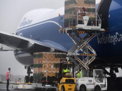 Cước chở hàng bằng máy bay tăng vọt