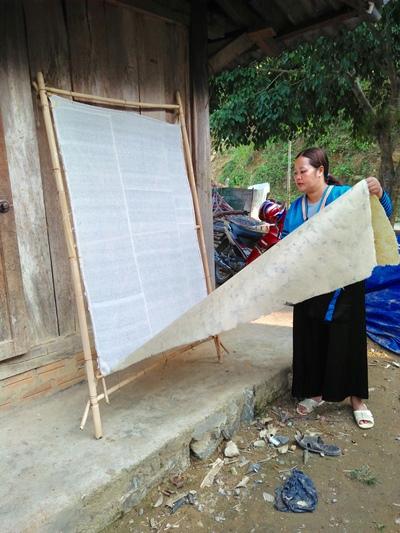 Linh thiêng tục làm giấy bản đón Tết của người Mông ở Thanh Hóa