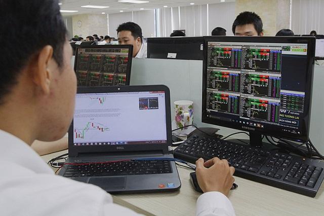 Chứng khoán lao dốc, nhà đầu tư trái phiếu doanh nghiệp cũng lo