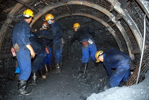 Thợ mỏ vững vàng vượt khó