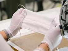 Louis Vuitton, Burberry và Chanel may khẩu trang