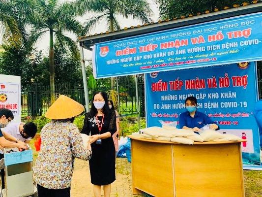 """Thanh Hóa: """"Cây ATM gạo"""" trường Đại học Hồng Đức tiếp sức cho người nghèo"""