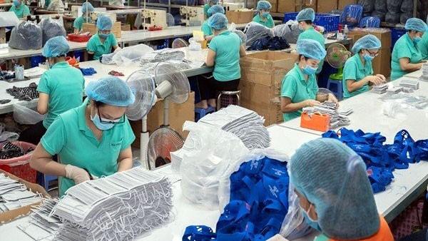 """Sản xuất khẩu trang trở thành """"sân chơi"""" mới cho ngành dệt may"""