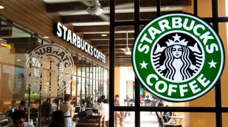 Sở hữu hàng chục nghìn cửa hàng, khi Covid-19 ập đến, Starbucks cũng phải chuyển hướng bán online
