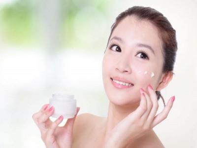 Dùng mỹ phẩm dưỡng da cần xem kỹ các thành phần có thể gây hại