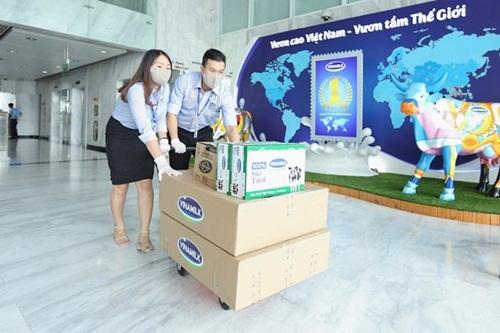 Tập thể nhân viên Vinamilk trên hành trình góp sức chăm sóc trẻ em khó khăn trước đại dịch