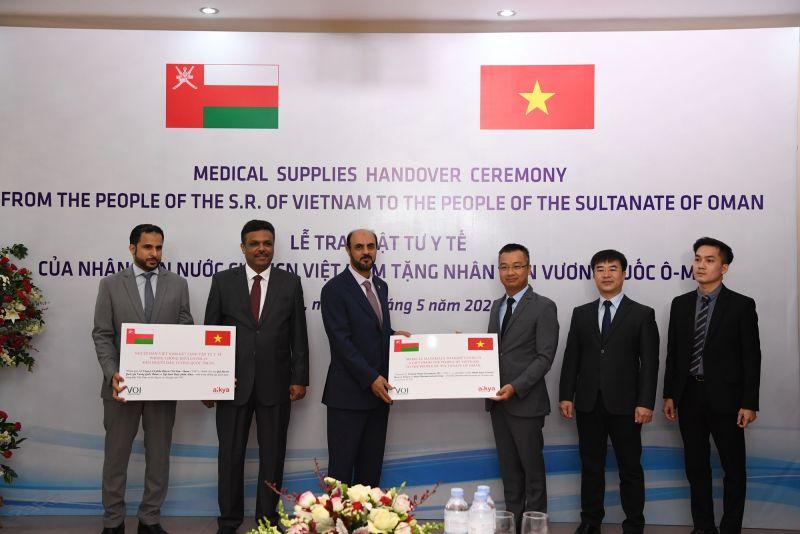 Tập đoàn Dược AIKYA - Quỹ VOI trao tặng người dân Oman 100.000 khẩu y tế phòng chống Covid-19