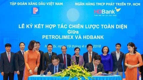 Sáp nhập HDBank và PGBank: Khi nào mới xong?