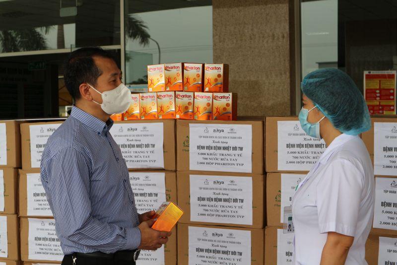 Dược Aikya trao tặng vật tư y tế cho y bác sĩ tuyến đầu chống dịch