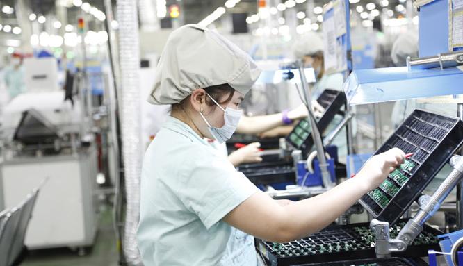 Lao động Việt Nam trước những thách thức và cơ hội mới: Cần chủ động thích ứng