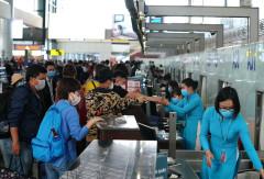 Bay nội địa vừa phục hồi, sân bay Nội Bài đã loạn các đối tượng chống đối