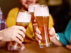 Sử dụng rượu bia trong nhiều năm, não bộ sẽ chịu những tổn thương lớn